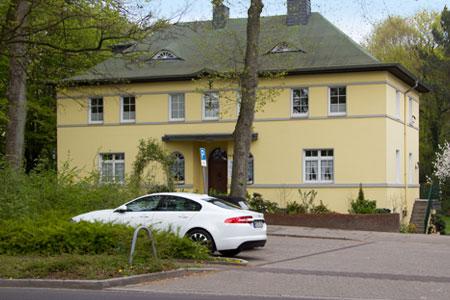 Parkplatz vor der Praxis Homrich Neuwald